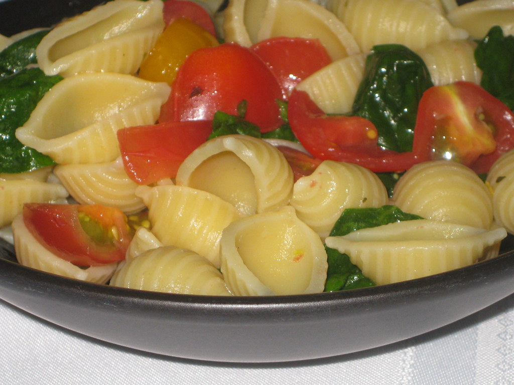 Tomato, Olive, and Spinach Pasta